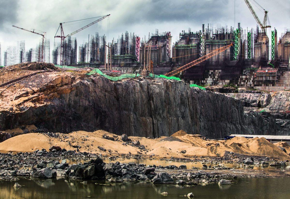 Trotz massiver internationaler Proteste wurde der umstrittene Belo-Monte-Staudamm im brasilianischen Urwald realisiert – auch mit deutscher Technik.