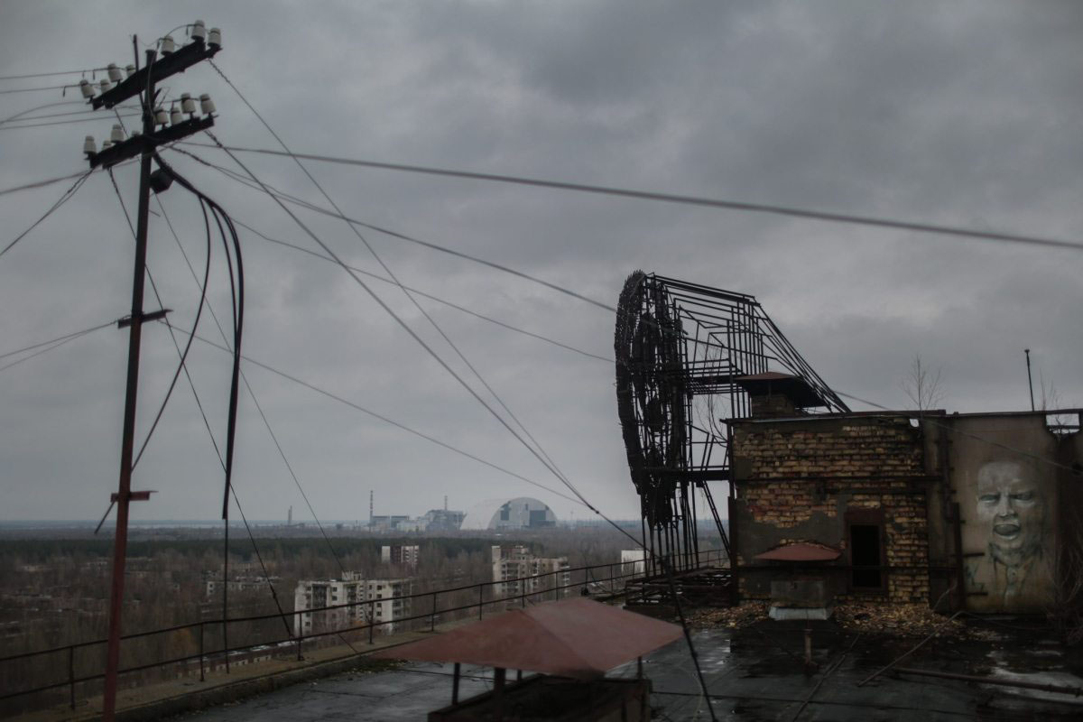 Pripjat 30 Jahre nach dem Super-GAU: Eine Gespensterstadt mit dem AKW im Hintergrund.