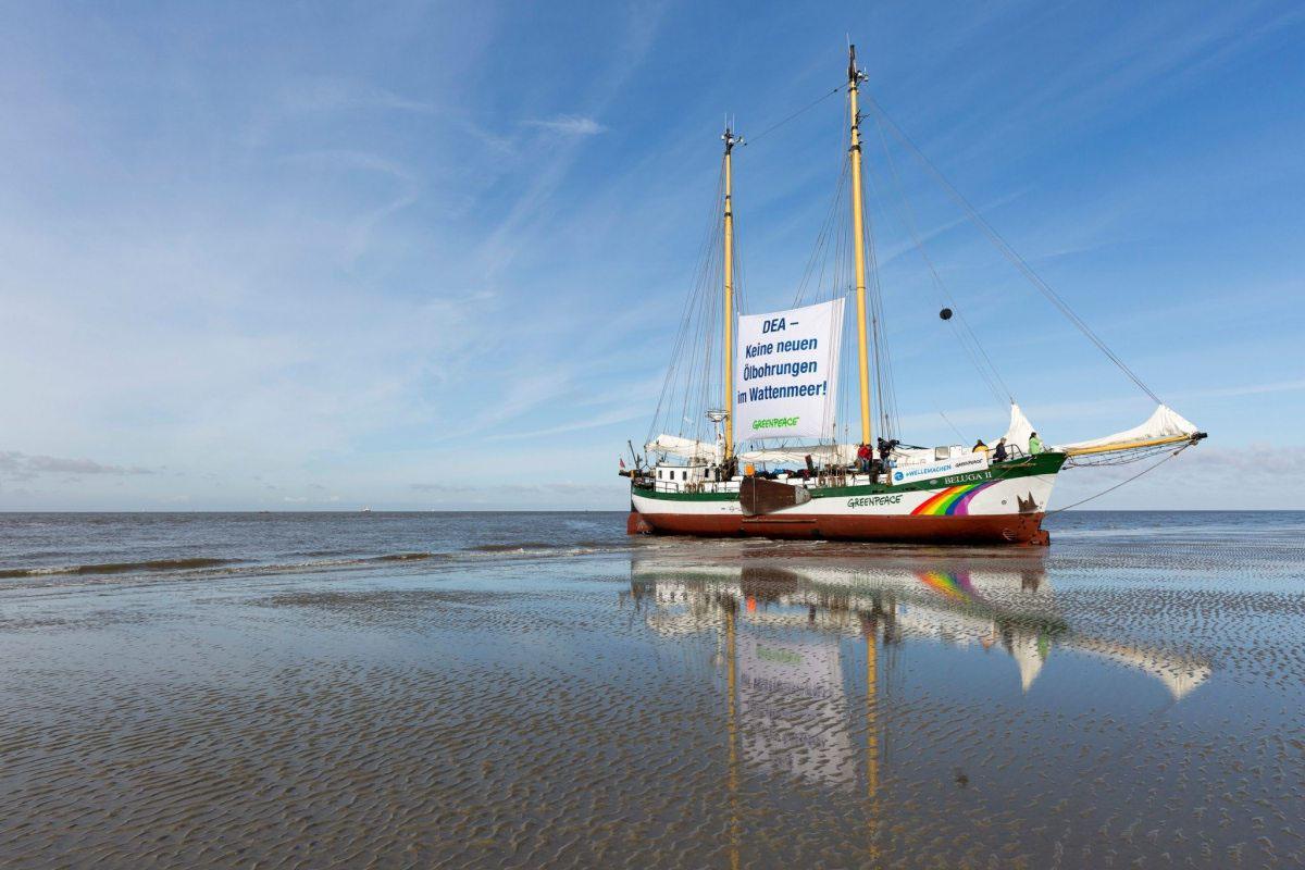 Greenpeace-Aktivisten protestieren im März 2016 im Schleswig-Holsteinischen Wattenmeer, der Grund: Dea will im Nationalpark nach Öl zu bohren. Über Monate setzt sich Greenpeace immer wieder dagegen ein. Die Erfolgsmeldung kommt Ende Dezember 2016: Minister Habeck wird den Antrag auf Probebohrungen ablehnen. Das ist das Aus für die Pläne von Dea!