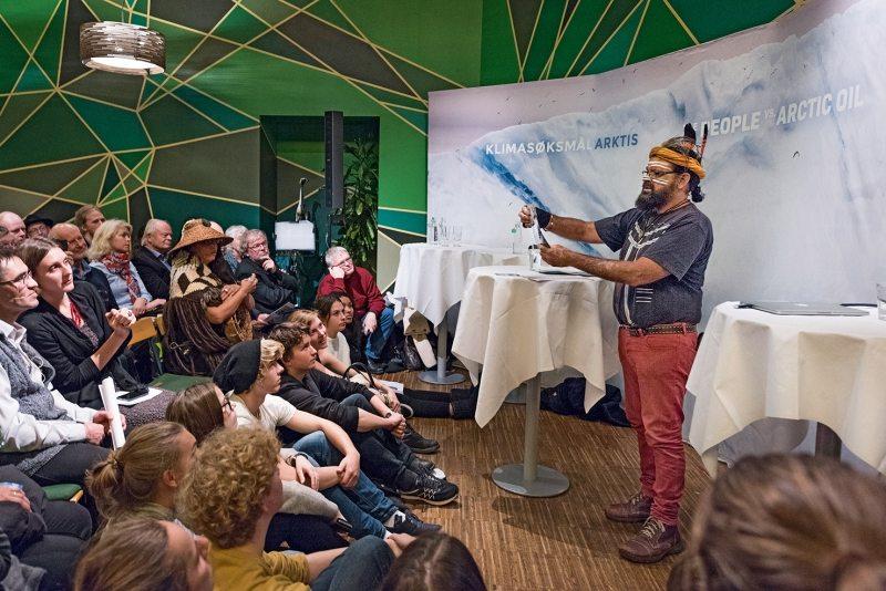 Weltweit unterstützen Forscher, Aktivisten und Indigene wie Bunna Lawrie, ein Medizinmann der australischen Aborigines, die Klimaklage.