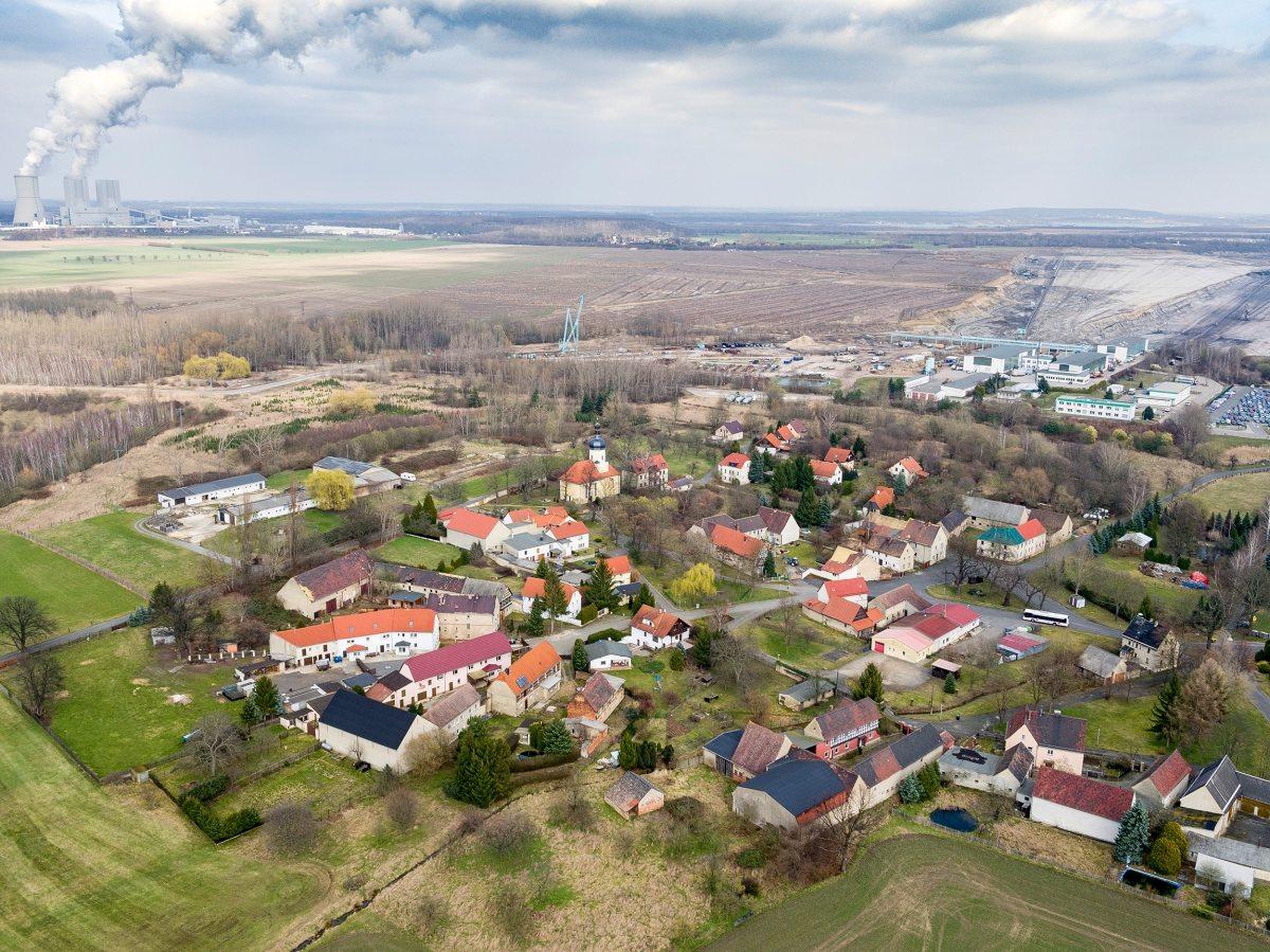 Futter für das Kraftwerk: Unter dem 700 Jahre alten Dorf Pödelwitz lagert Braunkohle. Deshalb soll es verschwinden.