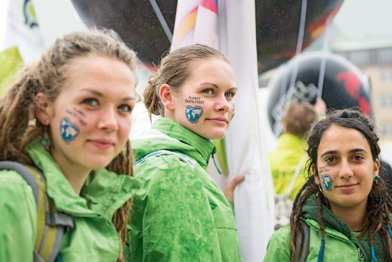 Welt im Herz: Greenpeace nutzt alle Möglichkeiten zur Verbreitung des Kampagnenlogos.