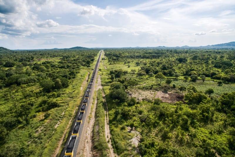 Statt sie zu verbrennen, exportieren Länder wie Mosambik die Kohle, zum Beispiel nach China. Bisher ist einzig Südafrika abhängig von dem fossilen Brennstoff. Etwa 85 Prozent des Stroms stammen aus den 13 Kohlekraftwerken des Landes.