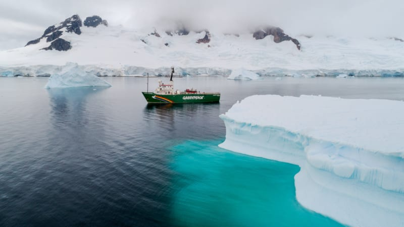 """""""Das Meer berührt mich sehr"""", sagt die Lübecker Greeenpeace-Aktivistin Ingrid Boitin, die regelmäßig Vorträge über die Antarktis hält"""