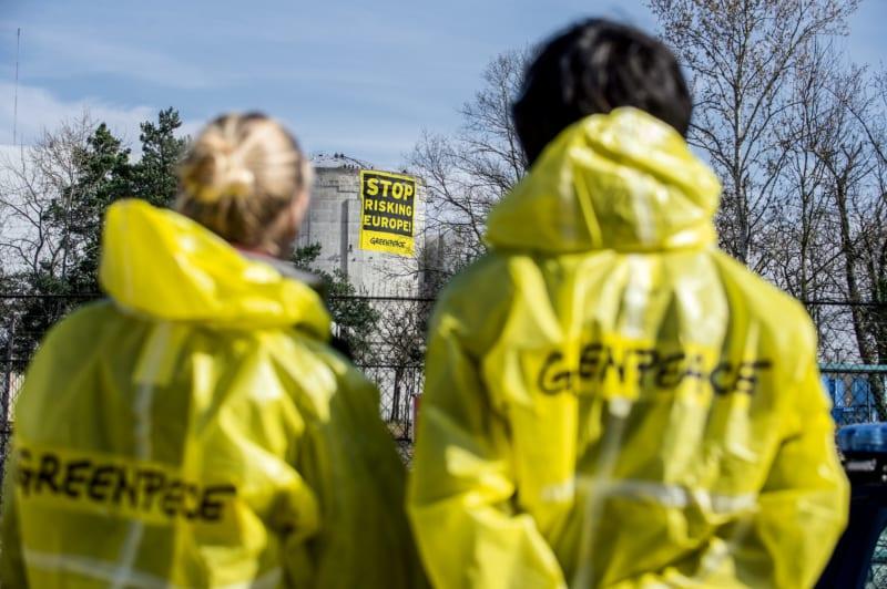 Greenpeace-Aktivisten weisen auf massive Sicherheitsmängel hin