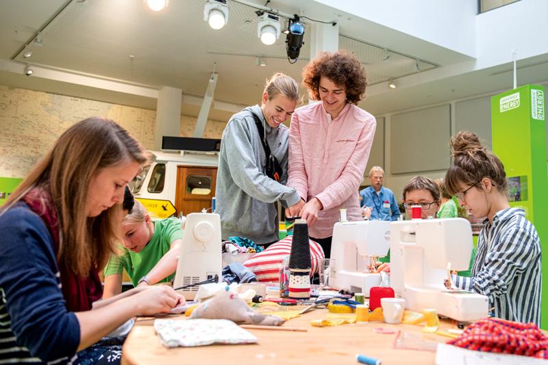 Upcyceln, reparieren, kreativ werden statt neu zu kaufen – Greenpeae lud Interessierte zum Selbermachen ein