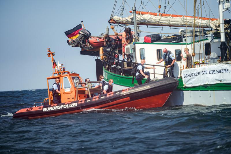 Die Küstenwache greift ein und stoppt die Aktion