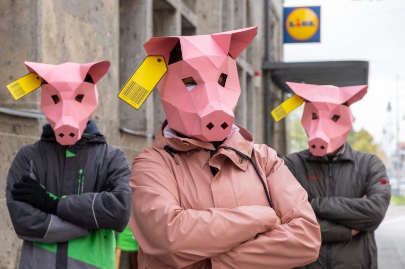 Greenpeace-Aktive protestieren – wie hier in München – gegen Billigfleisch und für bessere Tierhaltung