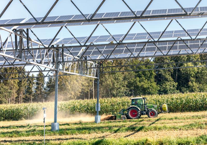 Testanlage Heggelbachhof: Diese sogenannte Agrophotovoltaikanlage kombiniert Bioland- wirtschaft mit der Erzeugung von Solarstrom